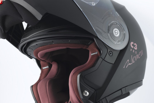 quiet-motorcycle-helmet-17-520x347